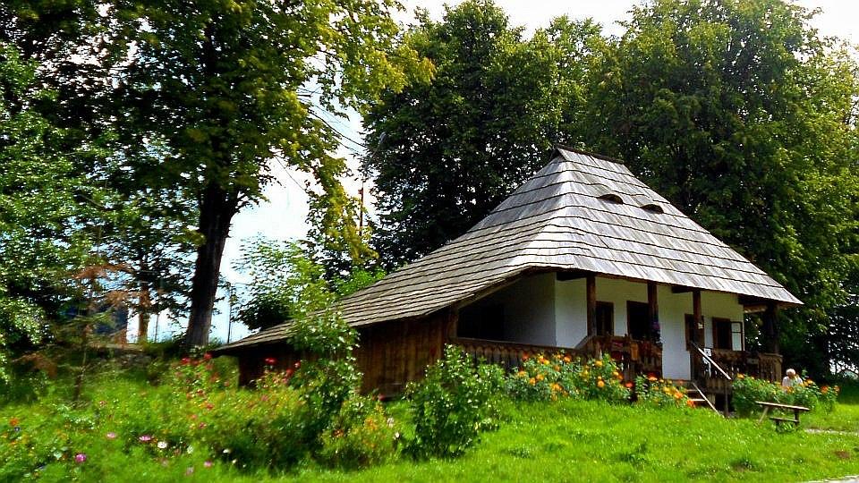 îndepărtării de firescul tradiției Casa țărănească și casa