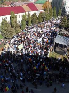 rosia-montana-proteste-marea-adunare-de-la-cc3a2mpeni-19-octombrie-2013-multimea
