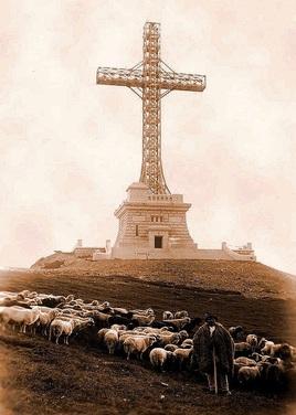 Crucea Eroilor Neamului de pe Caraiman (poză din 1934)
