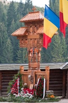 Troița de la Putna, ridicată în cinstea victimelor masacrului de la Fântâna Albă
