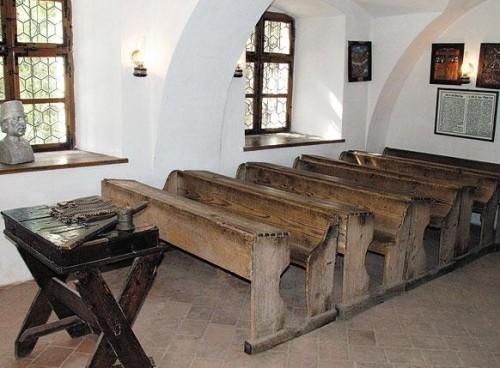 Prima scoala romaneasca din Schei