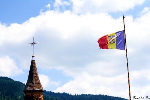 drapelul Romaniei cu stema tarii steagul Romaniei